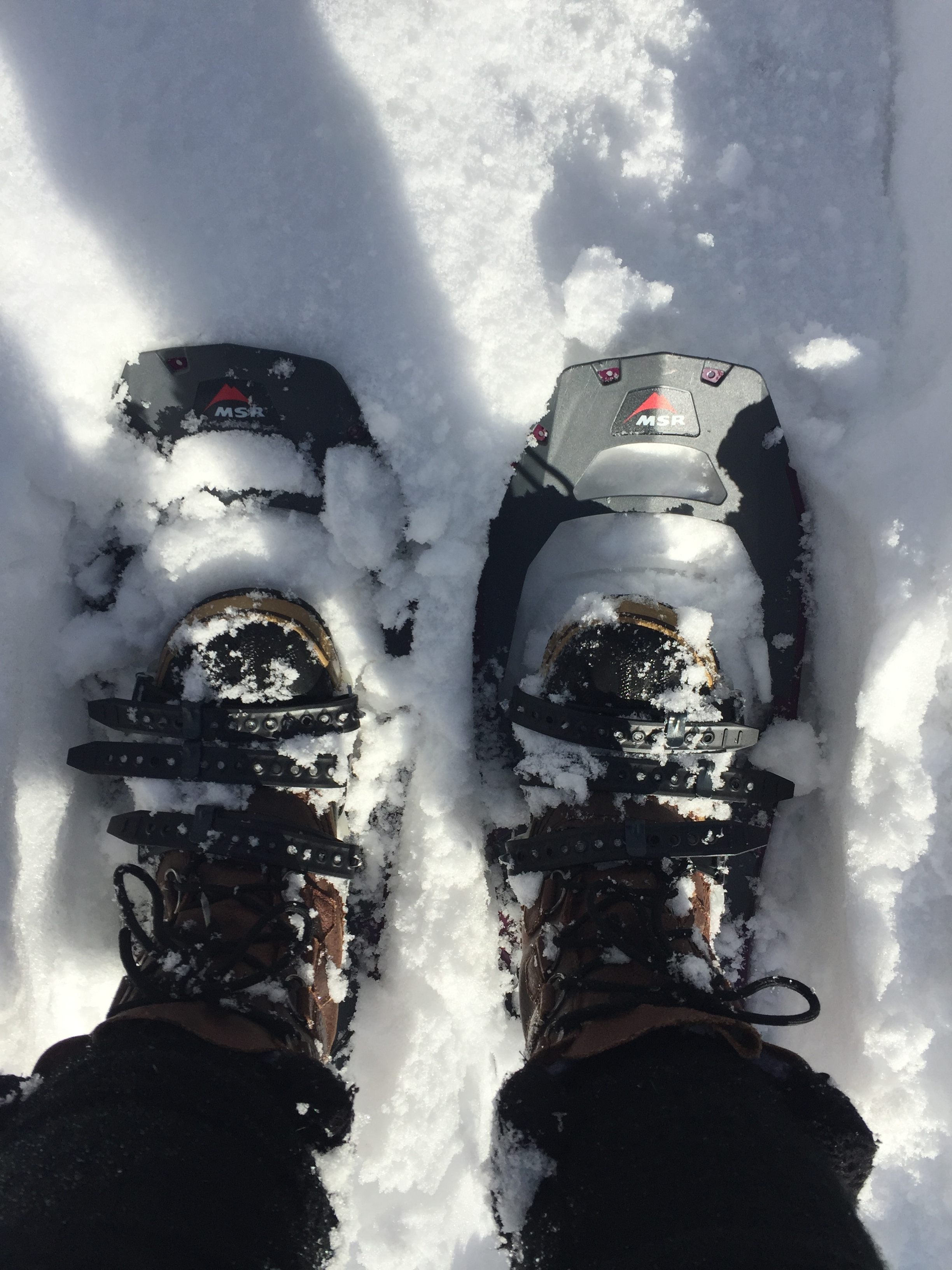 how to put on tubbs snowshoes