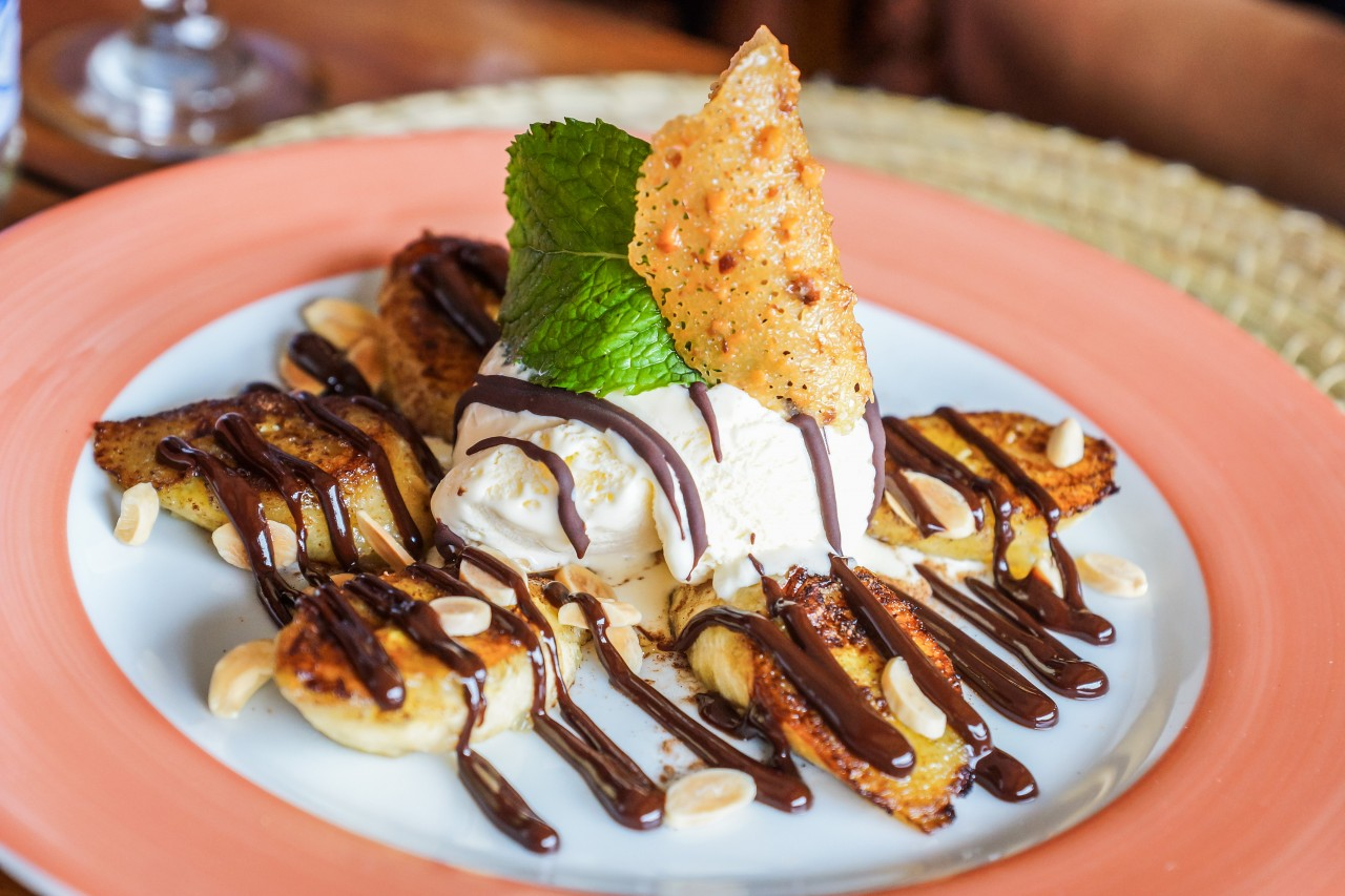 Fried Bananas with ice cream (Photo: Andre Maceira)