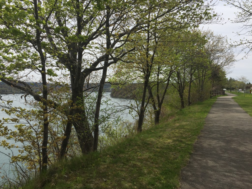 The Niagara Parkway Trail